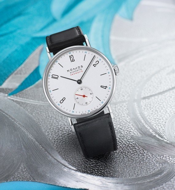 Reviewing Nomos Glashütte Tangente Neomatik